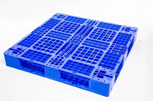 四川塑料托盘与木质托盘相比之间的优势在于什么