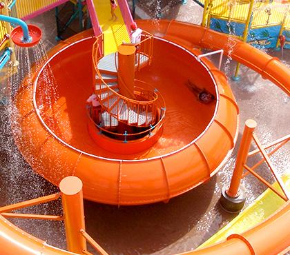 详细解剖水上乐园充气滑梯和一般滑梯的优势区别