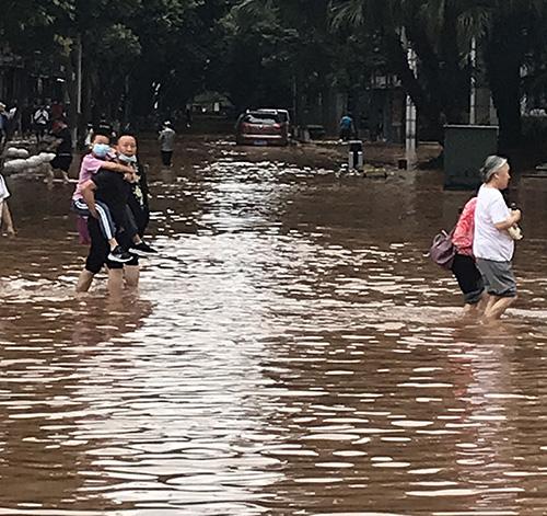 八月抗洪救灾鑫飞腾在行动!