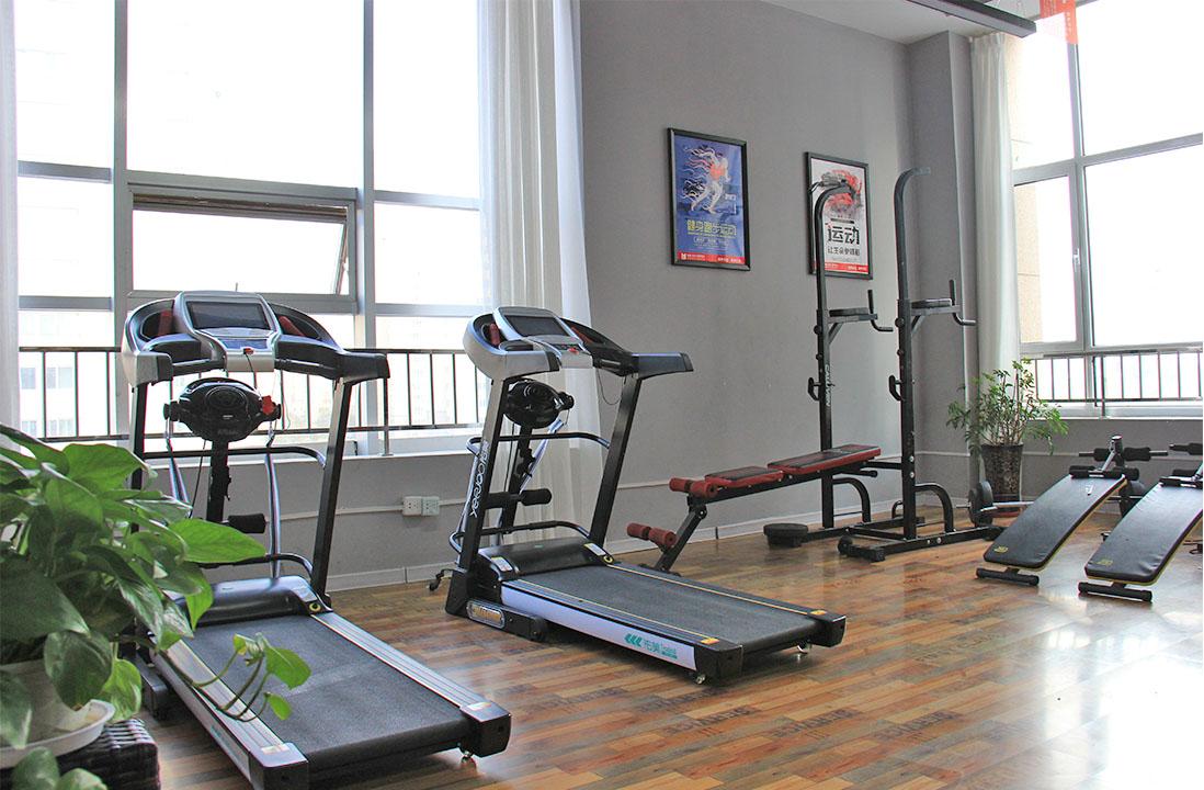 兰州圆梦艺考学校学生健身房和生活区