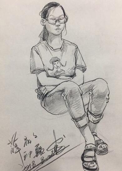 教师速写作品--坐着的女生