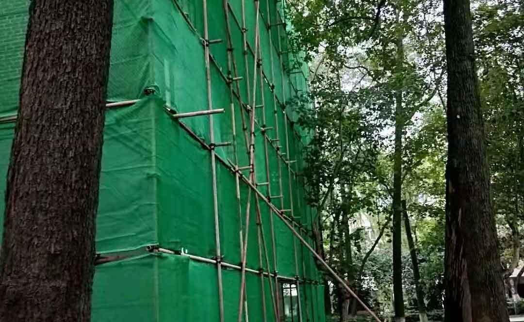 成都理工大学行政大楼外墙架搭建