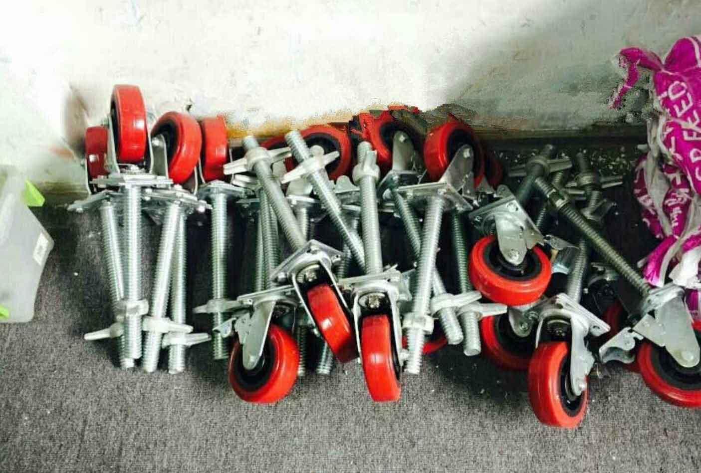 脚手架轮子堆放区域