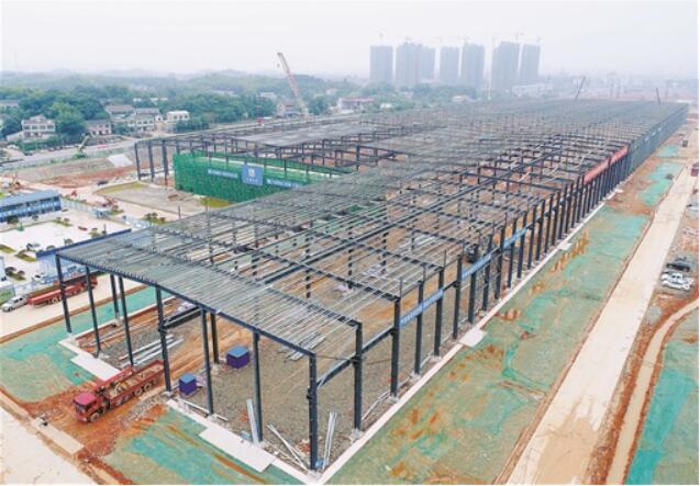 中联智慧产业城首栋建筑钢构主体
