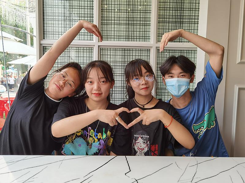 培蕾美术学校聚同学吃火锅,走起~