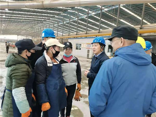 中卫市市长李晓波同志莅临我公司参观并指导扶贫工作