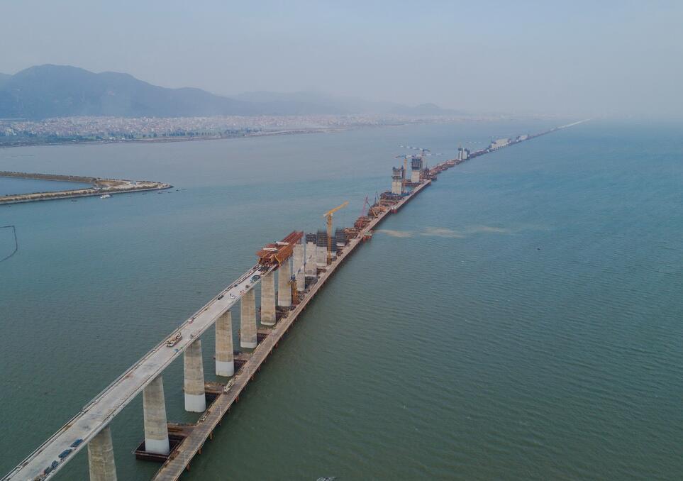 新建福厦铁路湄洲湾跨海大桥高铁施工忙
