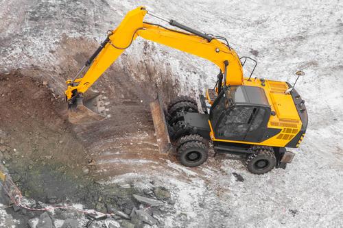 如何降低挖掘機運行中不必要的能耗-河南挖掘機租賃公司匯之鼎