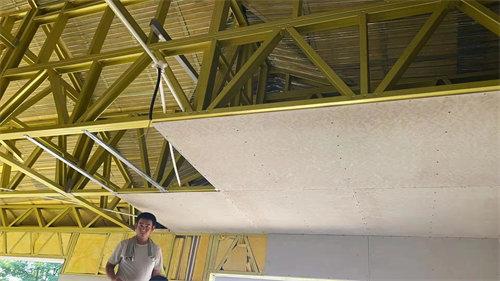 安装屋面吊顶系统