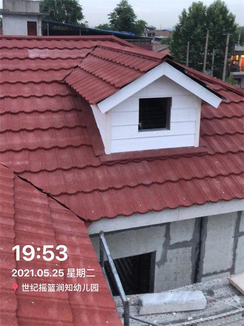屋顶瓦铺设完成