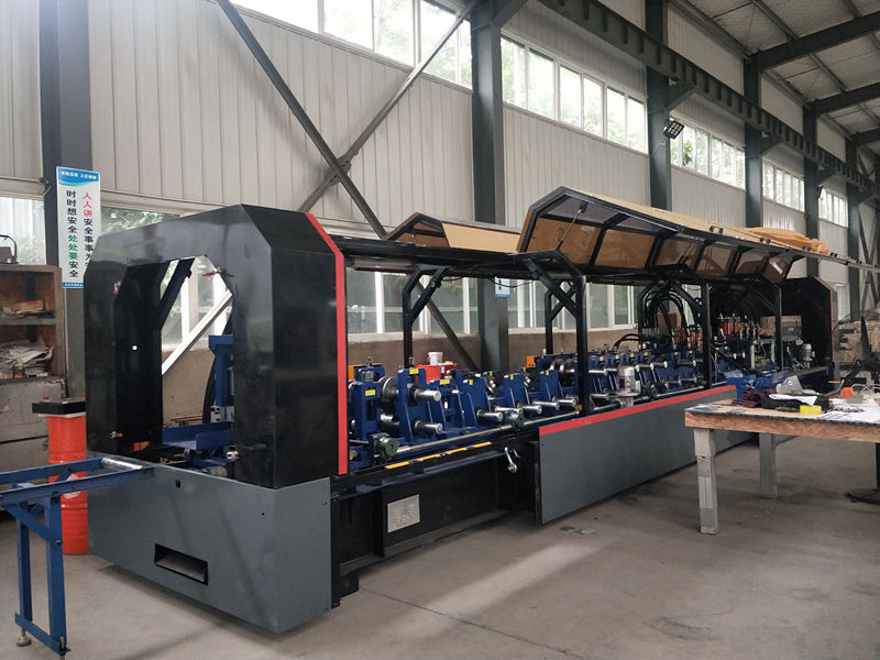 厂区内生产机器