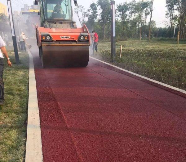 红色沥青路面案例