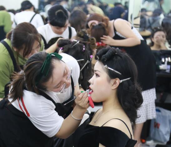 兰州彩妆化妆培训学校