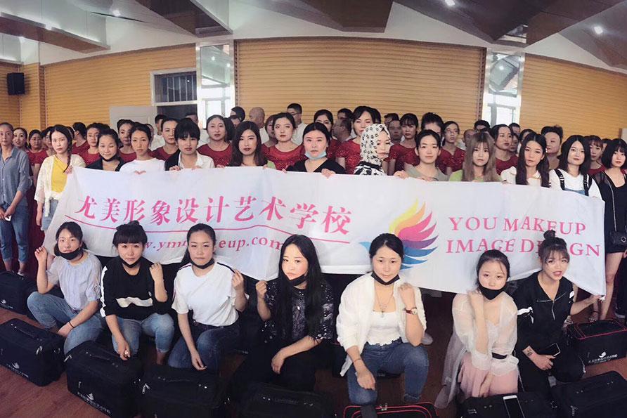 甘肅中小學合唱比賽——尤美化妝學?;瘖y造型