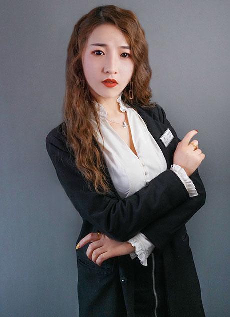 Kayla 【尤美彩妆老师】