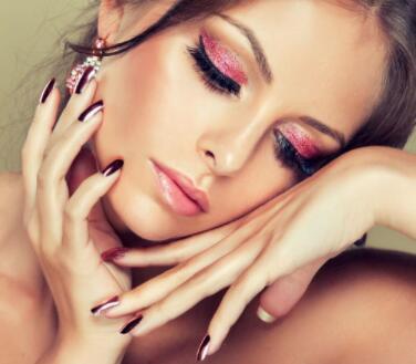 中秋之際 來尤美化妝學校給你量身定做一款妝容