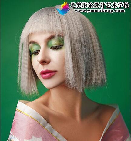 小姐姐如何用化妆的技巧来武装自己的外表