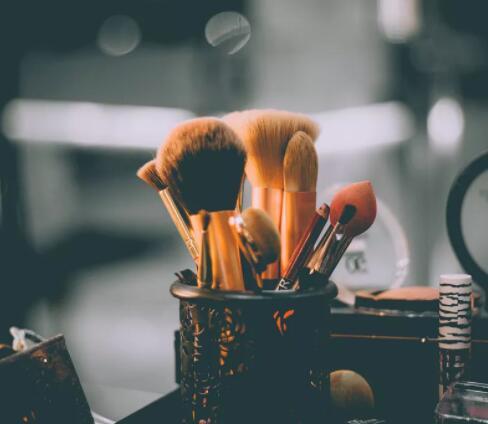 化妆培训学校可以给我们得到哪些好的学习化妆的技巧