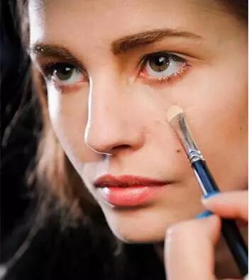 来看看我们给你解释新手化妆的那些重要指南
