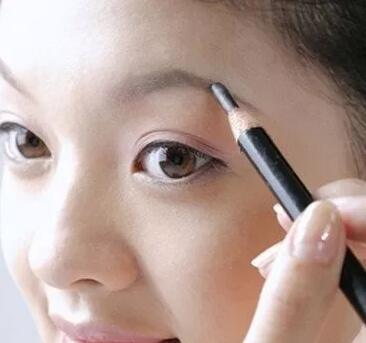 化妆培训的小编就给你介绍几种化妆技巧吧