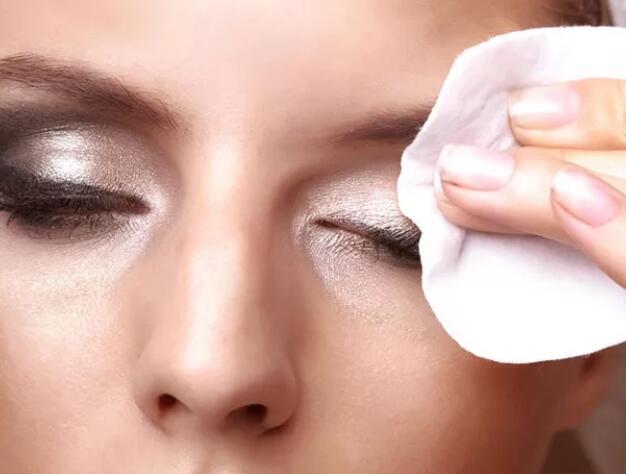 化妆学校经典培训课程,化妆怎么样保湿不掉妆