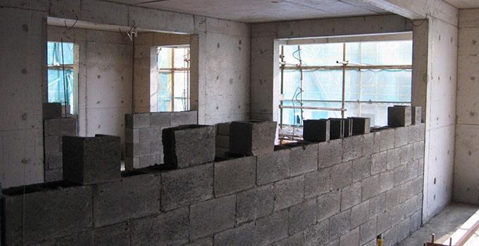 农村自建房,承重墙体明明不能这样砌,为什么包工头视而不见?