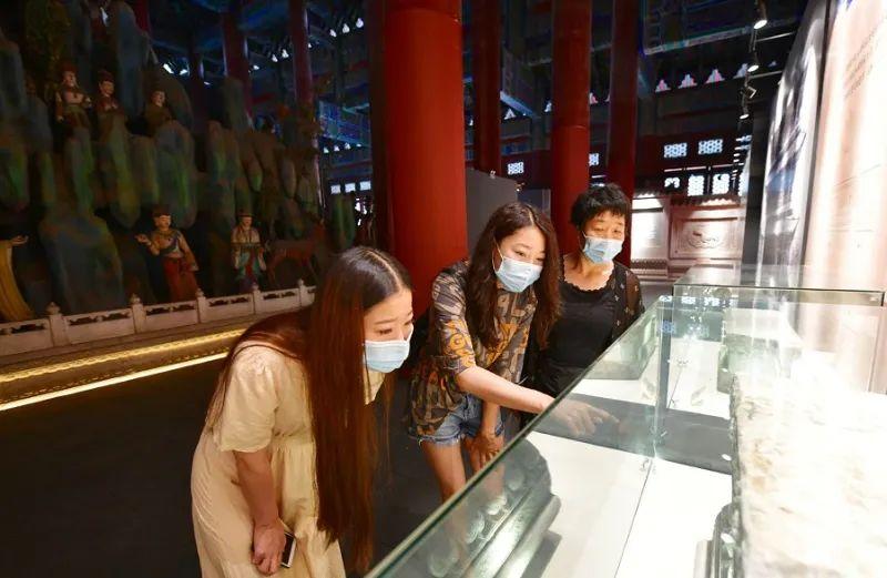 延安文化培训中心——北京市属公园景区展览今起全面恢复开放,参观室内景点仍需戴口罩