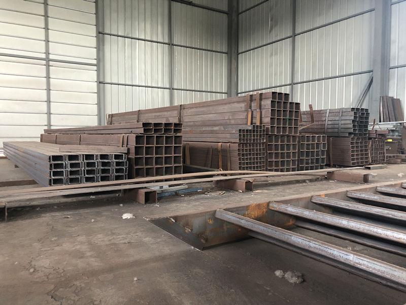 C型钢生产车间