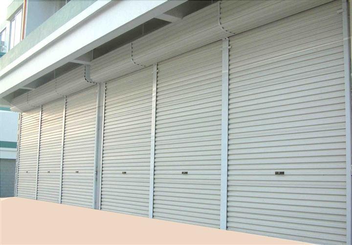 电动抗风卷帘门安装案例