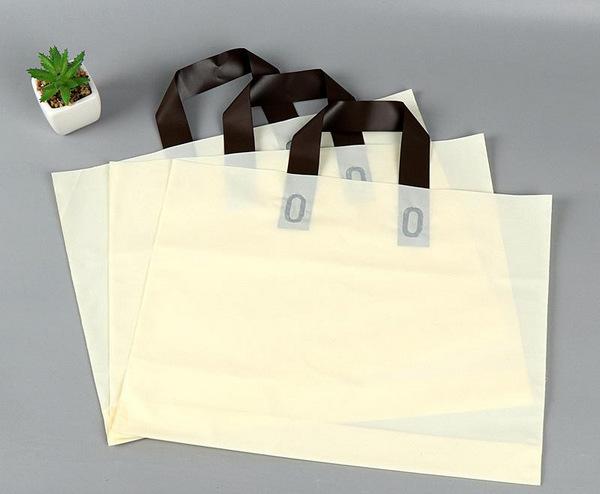服装类型不同,用于包装的服装袋自然也是不同的