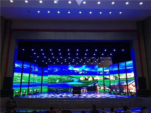 云南昆明理工大学室内P3  260平米高清全彩LED显示屏