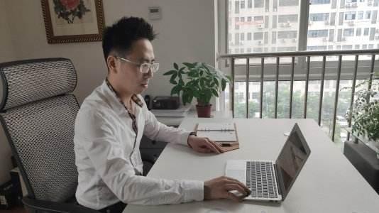 """台湾青年王天山荣获""""湖北青年五四奖章"""""""