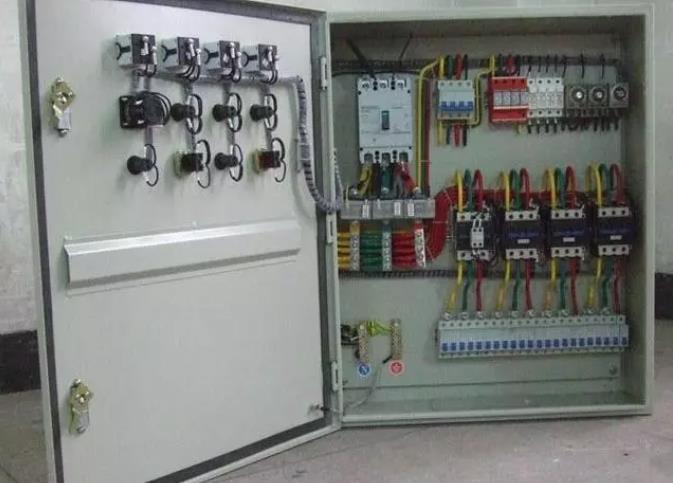 小编向大家讲解西安配电箱安装要求是什么?可不是随便接接线就了事的,看..怎么做的!
