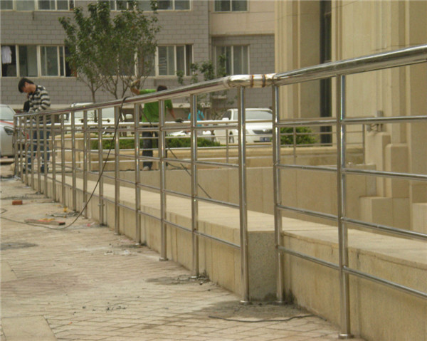 什么影响了河南不锈钢护栏价格高低不同的现象