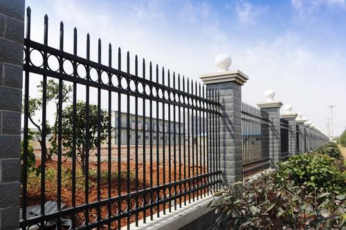 铁艺护栏表面在进行制作的时候有哪些作用呢