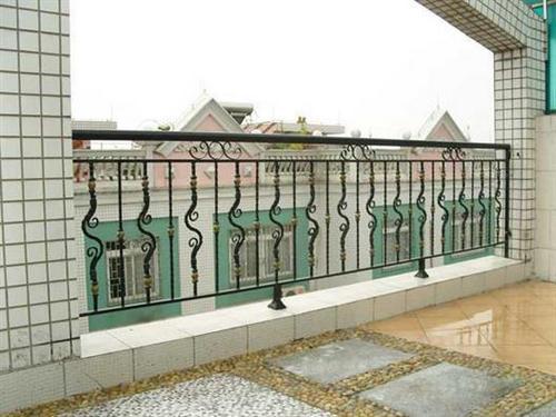 在做铁艺护栏加固的时候有哪些步骤呢