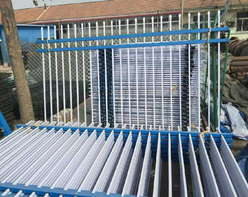 怎么样去辨别锌钢护栏原材料的质量问题呢