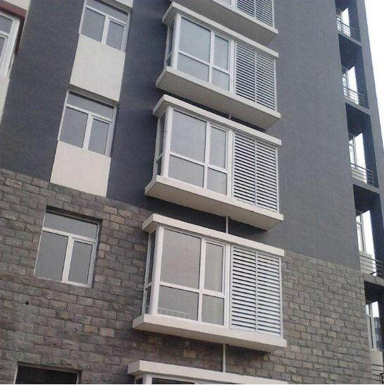 河南锌钢百叶窗厂家今天为大家介绍一下关于百叶窗选购的小技巧和百叶窗材料的特点