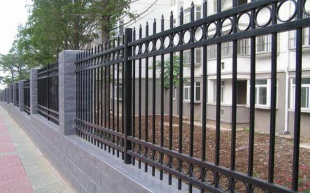 道路护栏的功能及安装注意事项赶紧来了解收藏起来吧!
