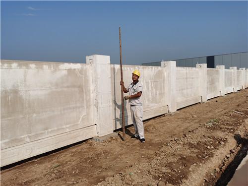 建设工程施工围墙的作用及特点解析