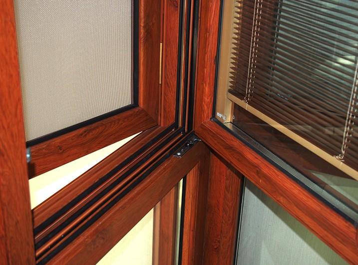 为什么封阳台要用断桥铝门窗?