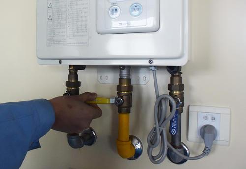 这样使用燃气热水器,很危险!