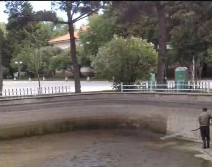 喷泉湖底抽污