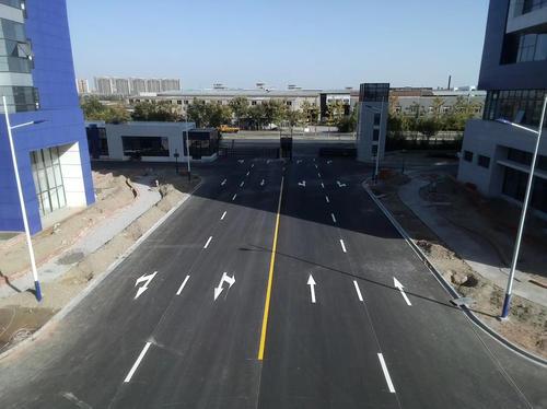 三种常见道路标线的特点
