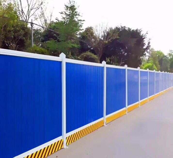 在制作成都彩钢围挡时需要考虑哪些因素?