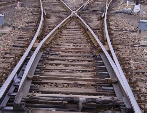 小编为你解析成都铁路道岔选购技巧跟特别道岔之活动心轨道岔的特色。