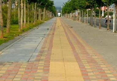 崇州华怀路段完成的道路铺设工程