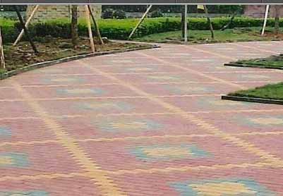 2007年為成都英國小鎮小區鋪設的道路路面彩磚鋪設工程