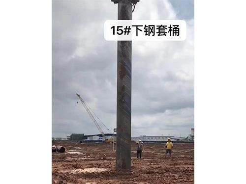 成都天府机场15米钢护筒打入地基