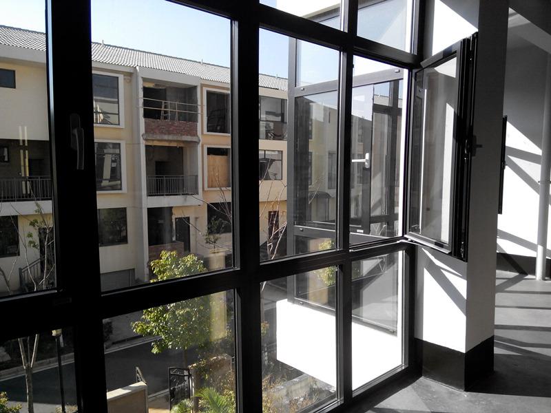 很多人为什么会在封阳台选择断桥铝门窗,看完你就知道它的优势了!